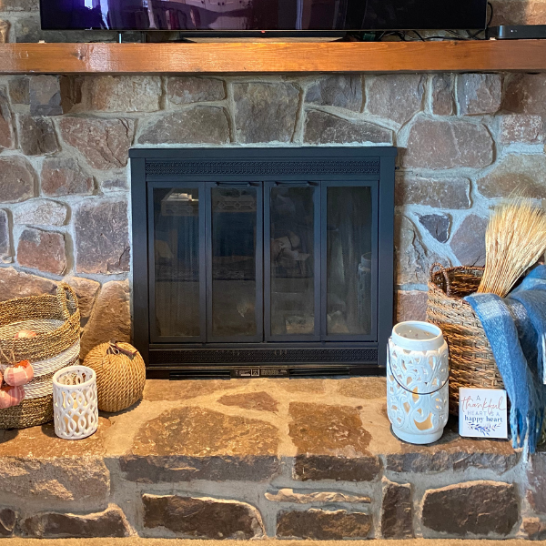 This quick and easy DIY tutorial will show you how to paint a brass fireplace. This will update your home immediately! #paintedfireplace #diyhomeprojects #DIYpaintprojects